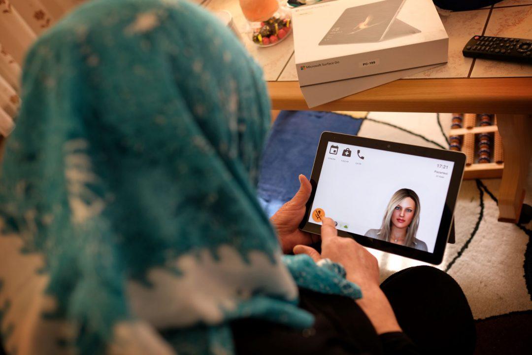 Migrantenouderen aan de slag met virtuele Anne